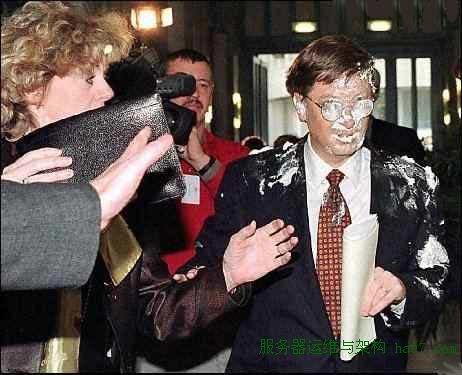 1998年2月4日,盖茨在比利时布鲁塞尔访问时遭袭击 谋万世全局者