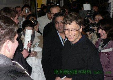 2005年11月,盖茨在XBox 360发布会上。谋万世全局者