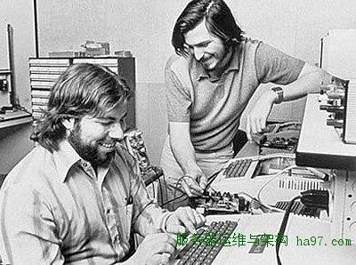 1975,乔布斯和沃兹在车库工作  谋万世全局者