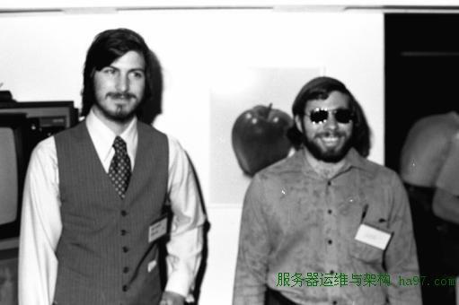 1983年,乔布斯和沃兹在苹果公司。 谋万世全局者